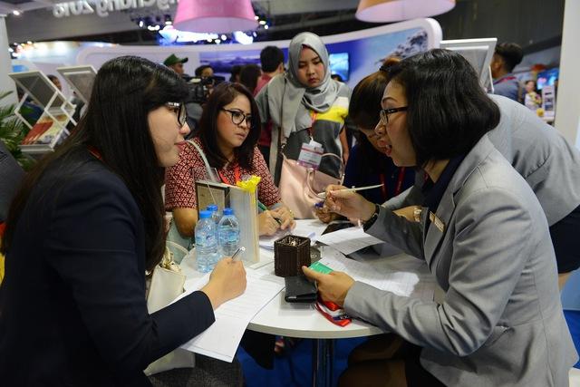 Hàng ngàn người dự khai mạc Hội chợ Du lịch quốc tế, tìm hiểu khuyến mãi - Ảnh 6.