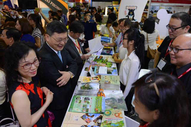 Hàng ngàn người dự khai mạc Hội chợ Du lịch quốc tế, tìm hiểu khuyến mãi - Ảnh 9.