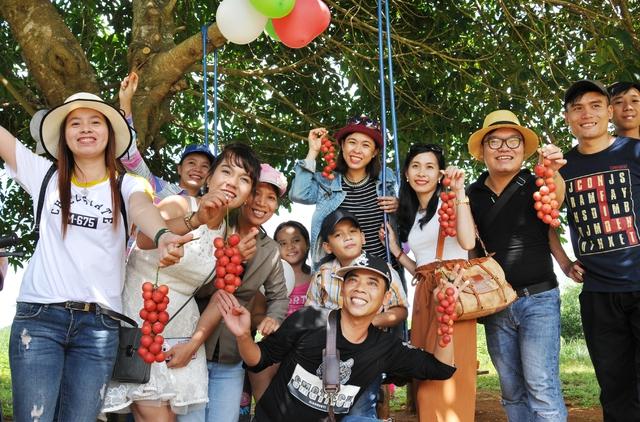 Đi Phú Yên ngắm vườn cây đỏ, ăn trái đỏ chua lè lưỡi - Ảnh 9.