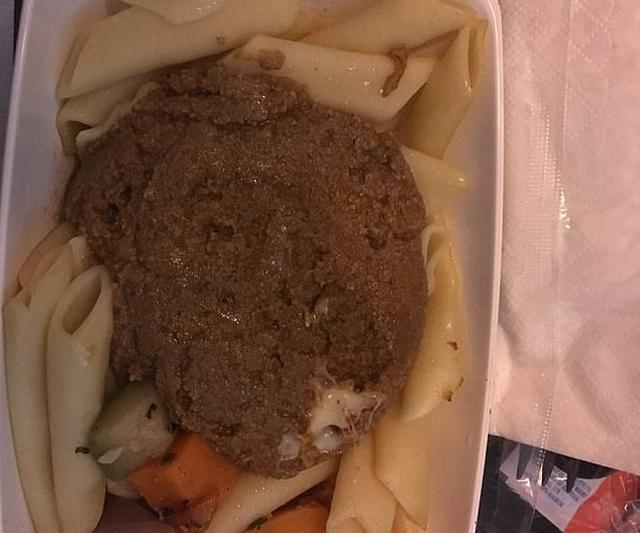 Có bao giờ bạn gặp những món ăn khó nuốt trên máy bay? - Ảnh 11.