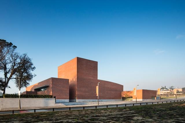 Tham quan 9 công trình bằng gạch đặc sắc nhất thế giới - Ảnh 28.