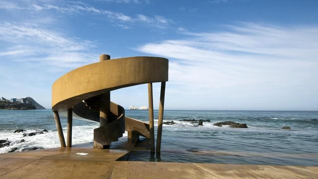 Trải nghiệm hồ bơi 100 năm tuổi  nằm trong biển - Ảnh 3.