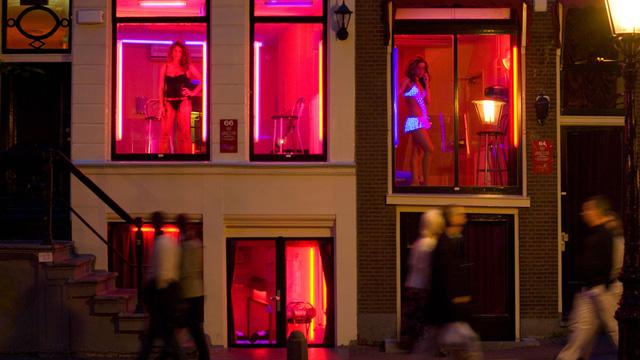 Hà Lan chán vì du khách chỉ khoái đến phố đèn đỏ - Ảnh 1.