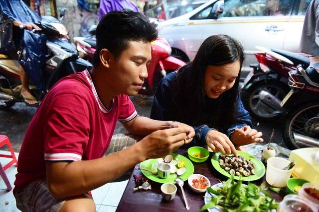 Ăn ốc đồng giá 20.000 đồng ở Sài Gòn: tưởng rẻ mà đâu có rẻ - Ảnh 2.