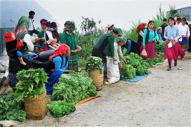 Du ngoạn Hà Giang, ngắm đồng bào đi chợ vùng cao - Ảnh 8.