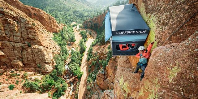 Cửa hàng cheo leo trên vách núi đá cao gần 100m - Ảnh 1.