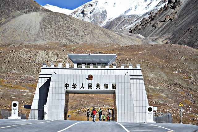 Cao tốc Karakoram: kỳ quan thứ 8 của nhân loại - Ảnh 2.