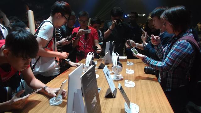 Asus ra mắt dòng smartphone mới cho người mê chụp ảnh - Ảnh 2.