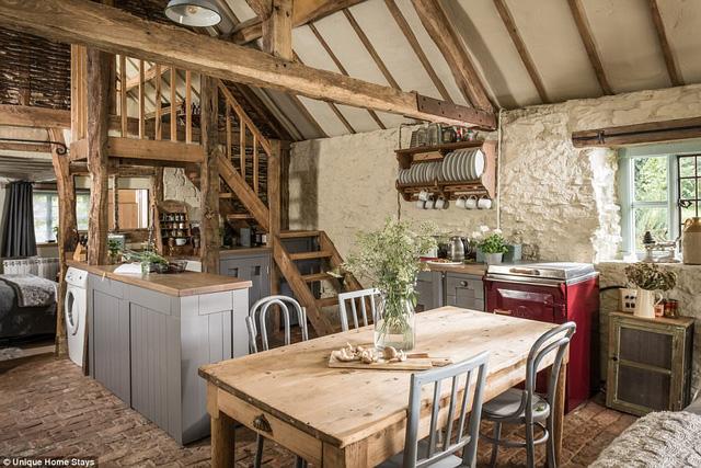 Thăm căn nhà 500 năm tuổi nằm giữa rừng sâu ở Anh - Ảnh 8.