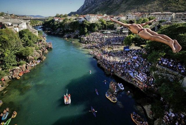 Đi chơi ở Bosnia, xem thi nhảy ngoạn mục - Ảnh 2.