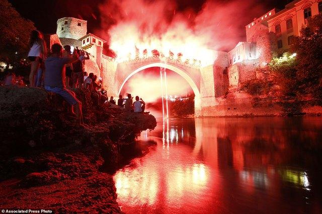 Đi chơi ở Bosnia, xem thi nhảy ngoạn mục - Ảnh 5.