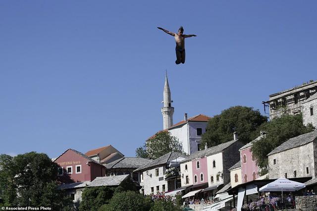 Đi chơi ở Bosnia, xem thi nhảy ngoạn mục - Ảnh 6.