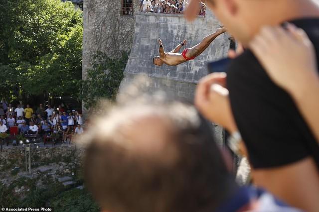 Đi chơi ở Bosnia, xem thi nhảy ngoạn mục - Ảnh 7.