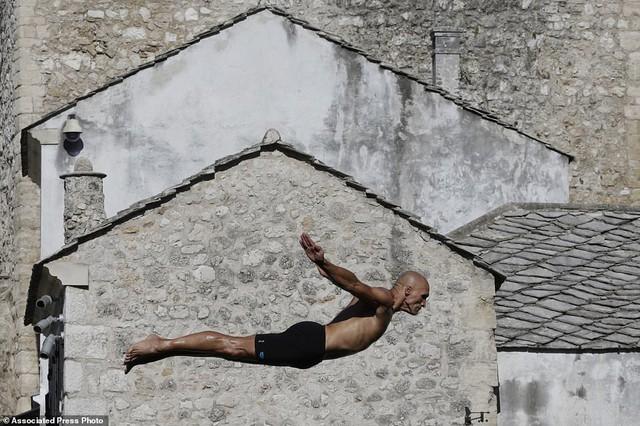 Đi chơi ở Bosnia, xem thi nhảy ngoạn mục - Ảnh 9.
