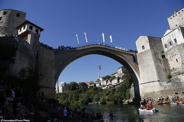 Đi chơi ở Bosnia, xem thi nhảy ngoạn mục - Ảnh 10.