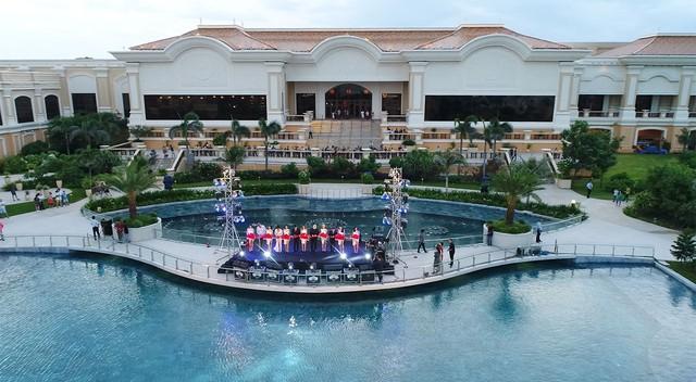 The Grand Hồ Tràm Strip khai trương Đài nhạc nước rực rỡ sắc màu - Ảnh 3.