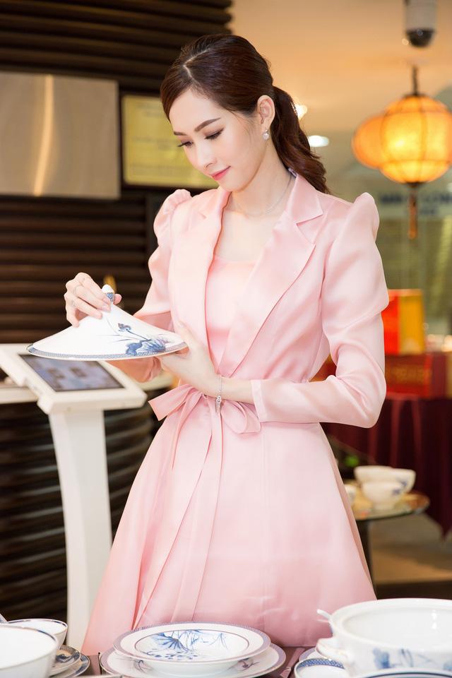 Hoa hậu Đặng Thu Thảo: Tôi là người phụ nữ cầu toàn - Ảnh 1.