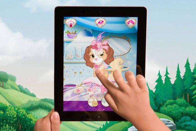 Hãng Disney bị kiện theo dõi trẻ em trái phép bằng ứng dụng điện thoại - Ảnh 1.