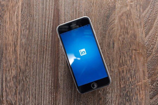 Microsoft phải cho phép bên thứ ba truy cập vào dữ liệu Linkedin - Ảnh 1.