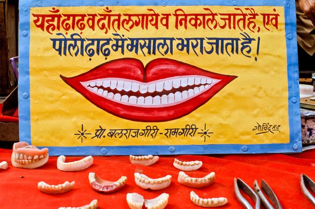 Đi Ấn Độ xem nhổ răng ngoài vỉa hè