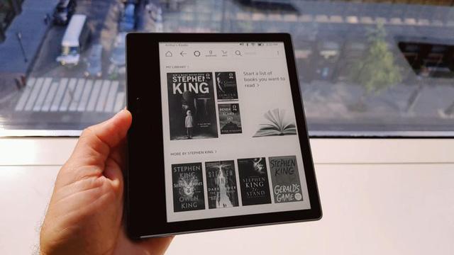 Sau 10 năm rốt cuộc Amazon cũng làm Kindle kháng nước - Ảnh 2.