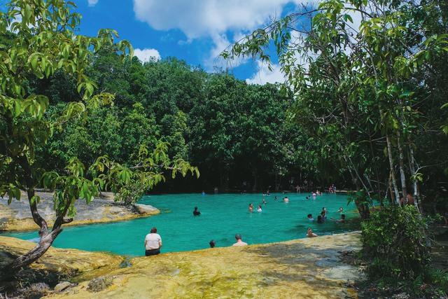 Đắm mình nơi hồ nước thần tiên ở Khlong Thom - Ảnh 4.