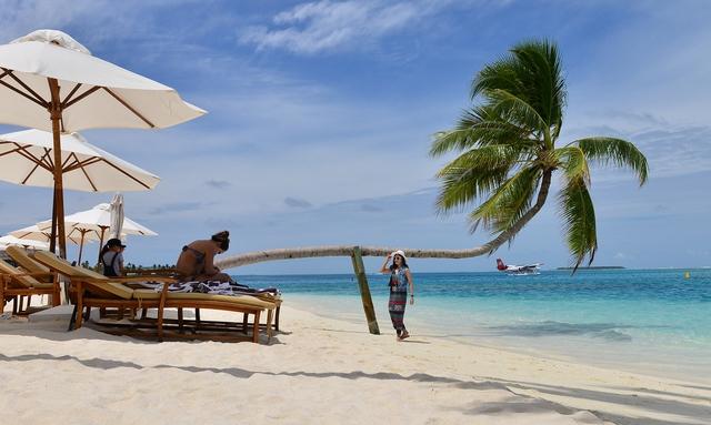 Ăn chơi, nhảy múa ở thiên đường Maldives - Ảnh 1.