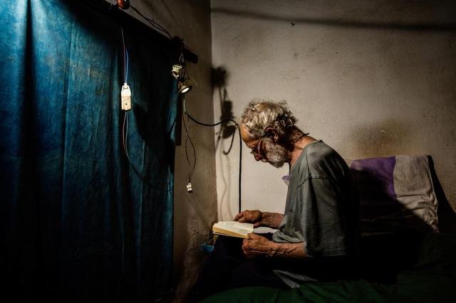 Robinson hiện đại 28 năm sống cô độc trên đảo hoang vắng - Ảnh 7.