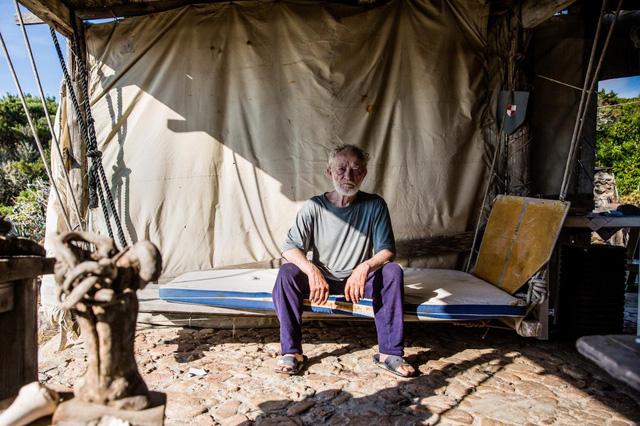 Robinson hiện đại 28 năm sống cô độc trên đảo hoang vắng - Ảnh 9.