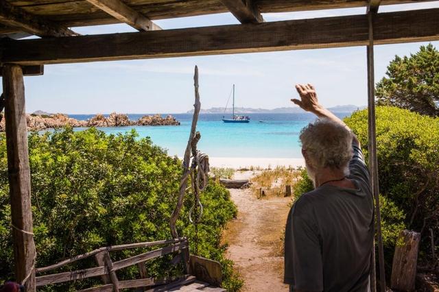 Robinson hiện đại 28 năm sống cô độc trên đảo hoang vắng - Ảnh 10.