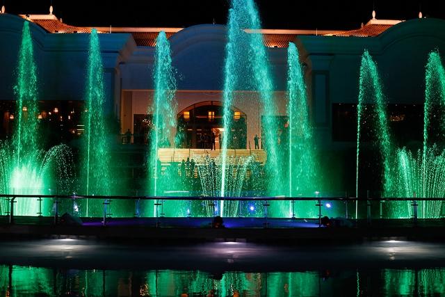 The Grand Hồ Tràm Strip khai trương Đài nhạc nước rực rỡ sắc màu - Ảnh 7.