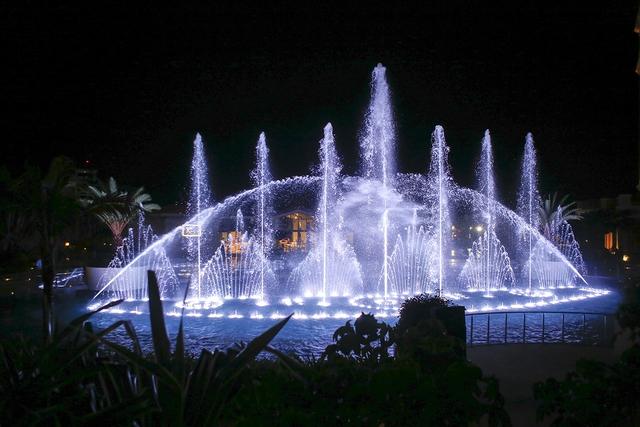 The Grand Hồ Tràm Strip khai trương Đài nhạc nước rực rỡ sắc màu - Ảnh 2.