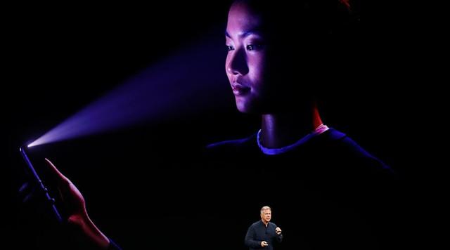 Edward Snowden lo tính năng Face ID của iPhone X bị lạm dụng - Ảnh 1.