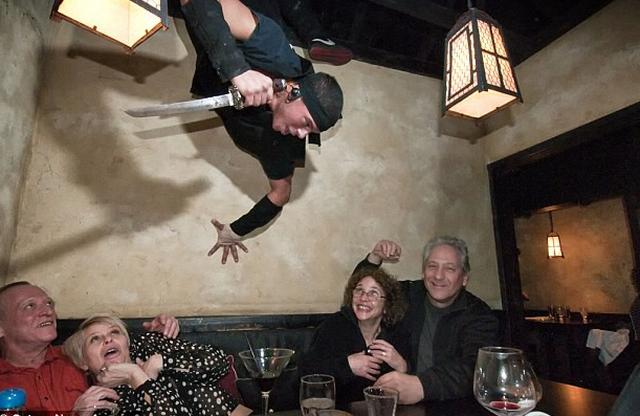Đi ăn ở nhà hàng kiểu nhà tù, kiểu Ninja, kiểu điệp viên - Ảnh 4.