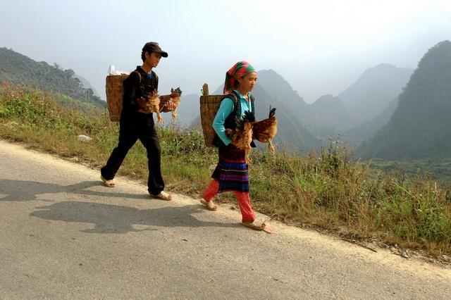 Du ngoạn Hà Giang, ngắm đồng bào đi chợ vùng cao - Ảnh 12.