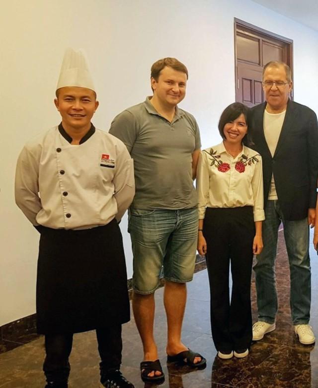 Hai Bộ trưởng Nga thưởng thức ẩm thực tại Núi Thần Tài Đà Nẵng - Ảnh 3.