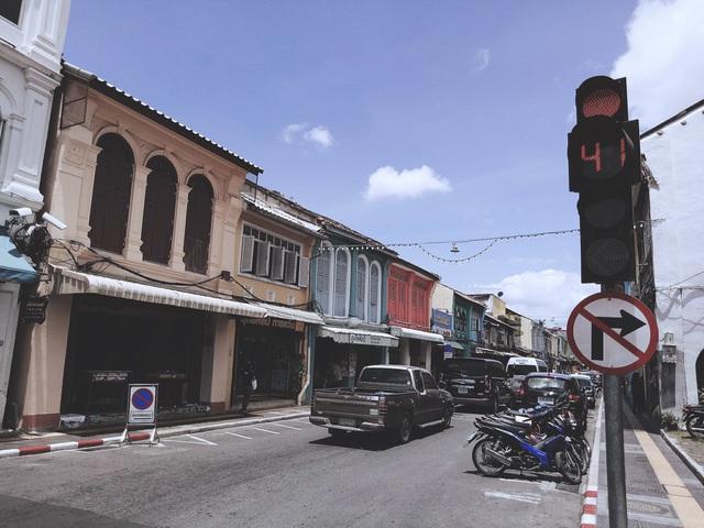 Khám phá phố cổ trăm năm ở Phuket - Ảnh 6.
