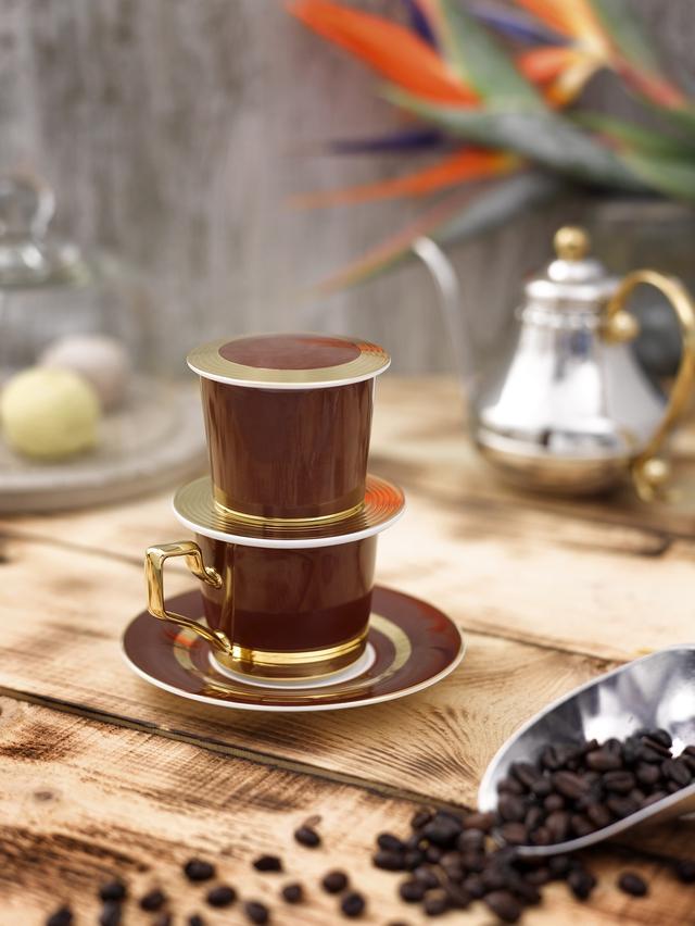 Độc đáo phin cà phê sứ mạ vàng - Ảnh 1.