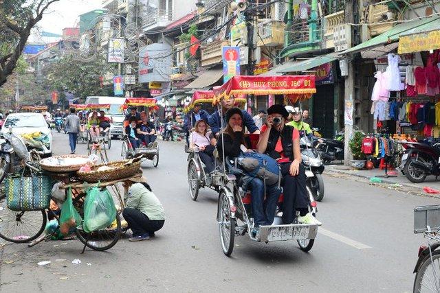 Việt Nam đón hơn 1 triệu lượt khách quốc tế mỗi tháng - Ảnh 1.
