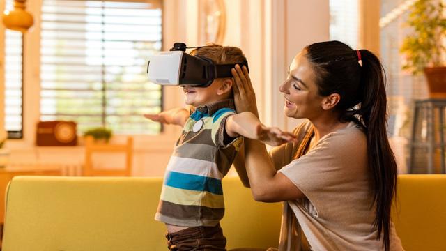 Thiết bị thực tế ảo có thể gây hại sức khỏe trẻ em - Ảnh 1.