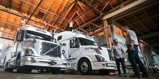 300.000 tài xế sẽ mất việc vì xe tải tự hành - Ảnh 1.