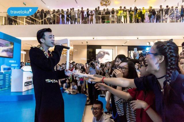 Soobin Hoàng Sơn hát hết mình tại sự kiện du lịch Traveloka - Ảnh 2.