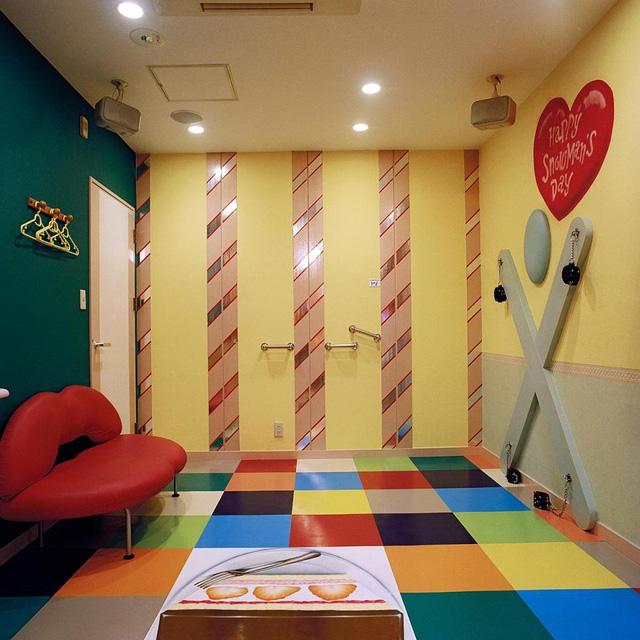 Đến Nhật thuê khách sạn tình yêu - Ảnh 3.