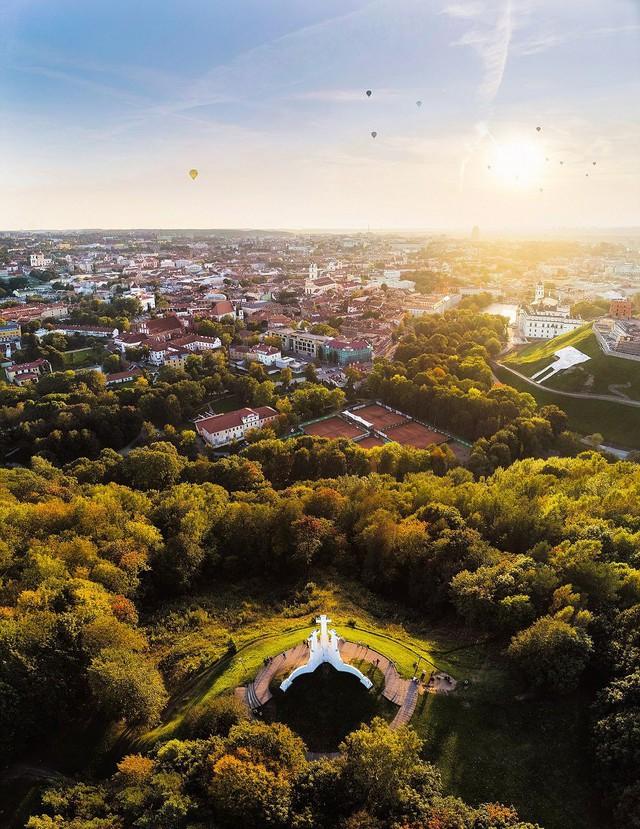 Ngắm vẻ đẹp như tranh vẽ của Litva từ flycam - Ảnh 4.