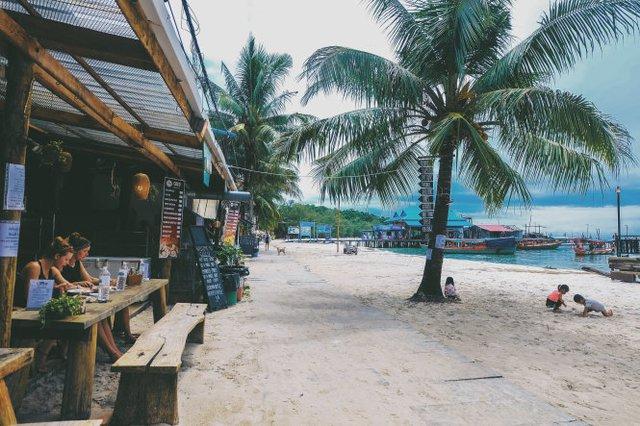 Biển xanh, cát trắng, nắng vàng cùng em ở Koh Rong - Ảnh 6.