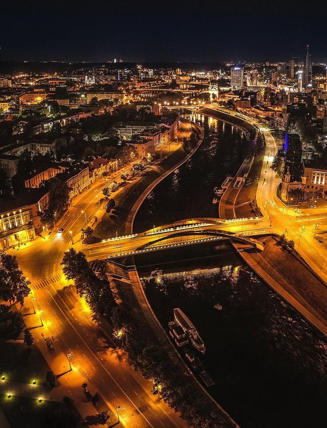 Ngắm vẻ đẹp như tranh vẽ của Litva từ flycam - Ảnh 6.