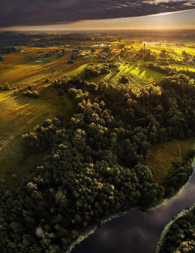 Ngắm vẻ đẹp như tranh vẽ của Litva từ flycam - Ảnh 7.