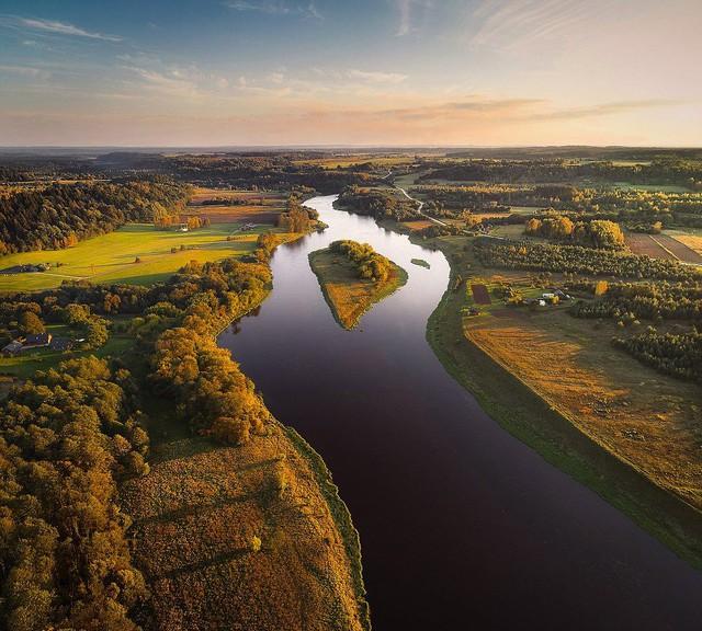 Ngắm vẻ đẹp như tranh vẽ của Litva từ flycam - Ảnh 8.