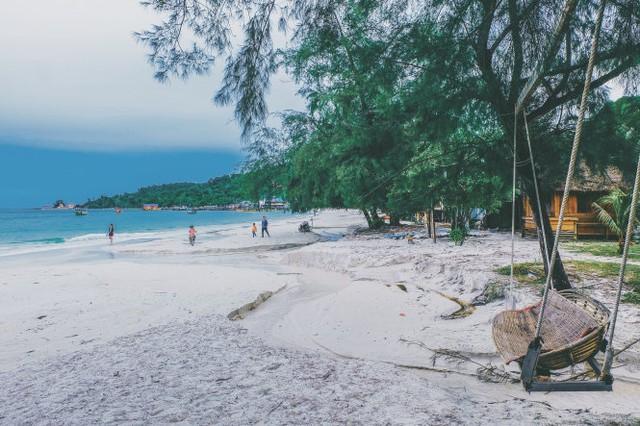 Biển xanh, cát trắng, nắng vàng cùng em ở Koh Rong - Ảnh 9.