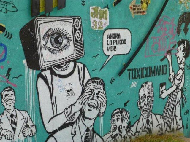 Đường phố Bogotá thu hút du khách nhờ Graffiti - Ảnh 10.